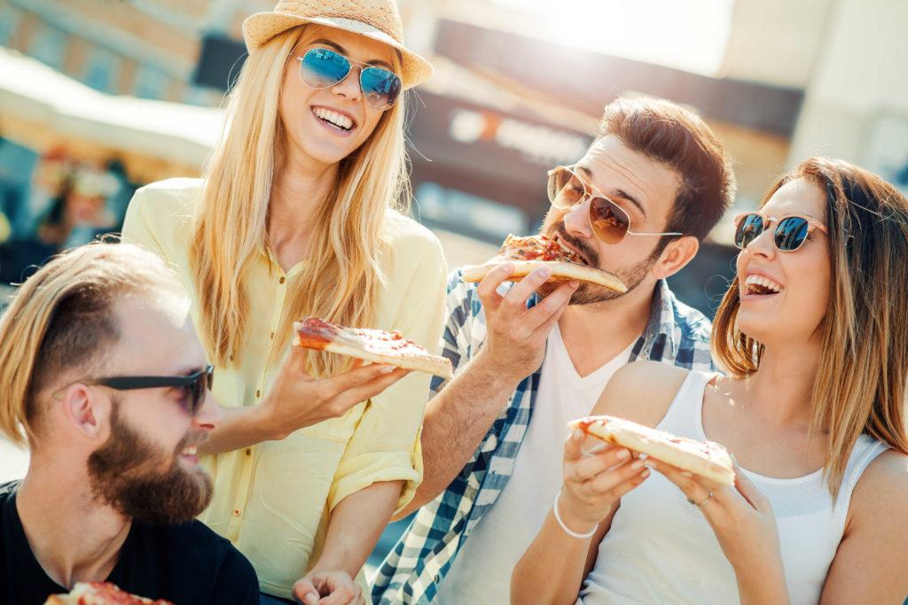Happy Hour ופינוקים לעובדים עם פיצה
