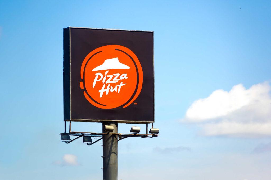 6 פרסומות של פיצה האט עם מפורסמים